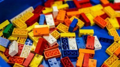 LEGO produce piezas en braille para que los niños ciegos y discapacitados visuales aprendan jugando