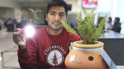 Joven ayacuchano crea proyecto que ilumina los hogares de cientos de peruanos