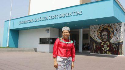 La primera peruana en sustentar una tesis en lengua shipibo
